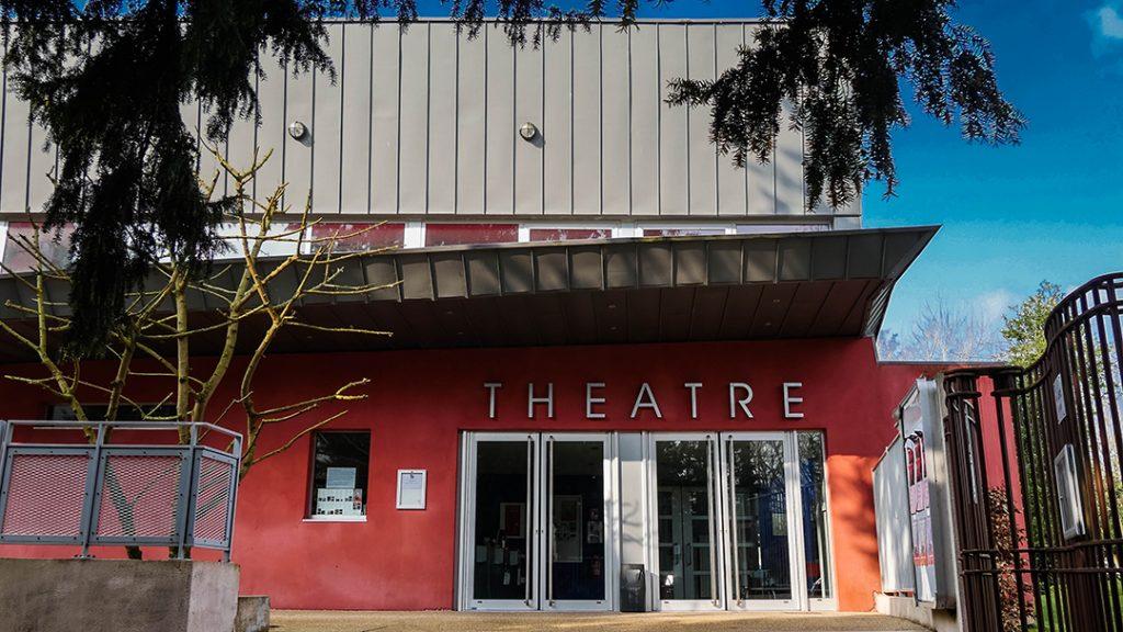 Théâtre Grand Forum et Scène nationale.