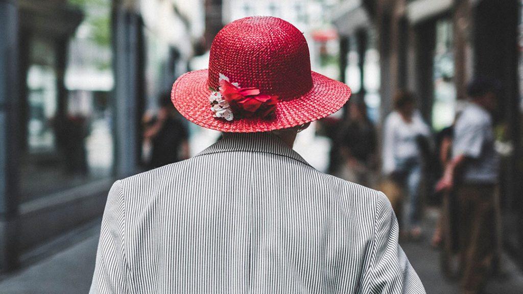 Senior dans la rue