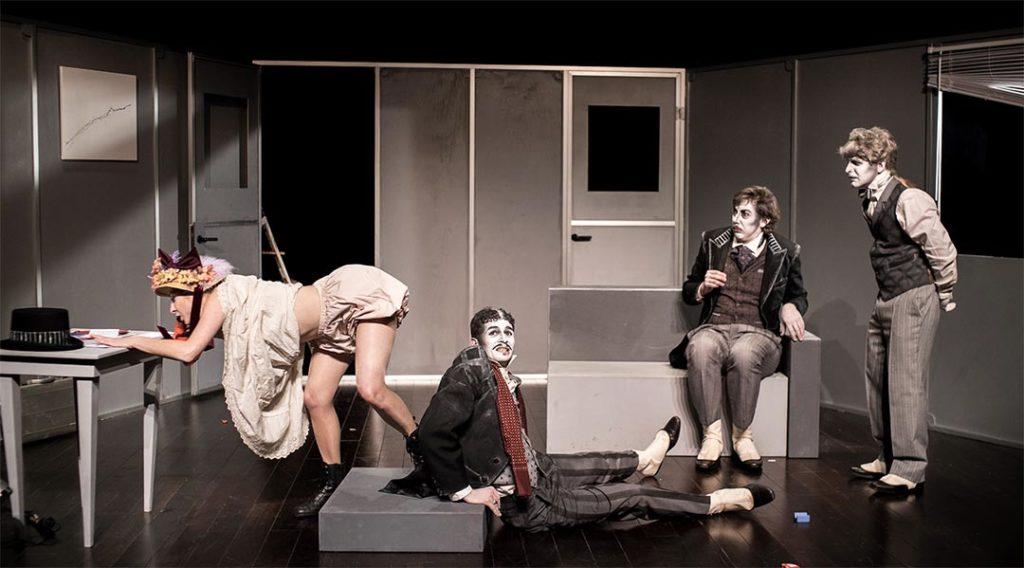 Mais n'te promène donc pas toute nue, pièce de théâtre de Georges Feydeau, par la Compagnie des Passeurs, dimanche 5 décembre au Moulin de Louviers