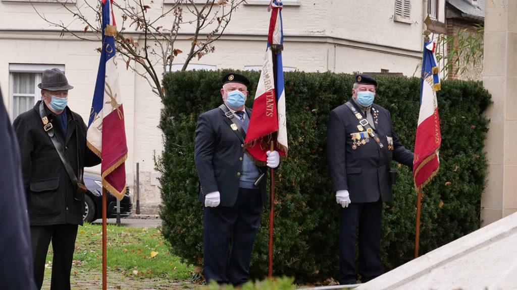 Portes-drapeaux 5 décembre 2020